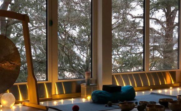 Johanna Pawlin talven 2019 Yin&hengitysryhmä Hietsun paviljonki
